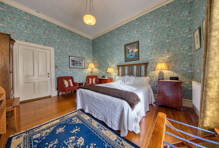 Victorian Elegance and Comfort at Pen-y-bryn Lodge