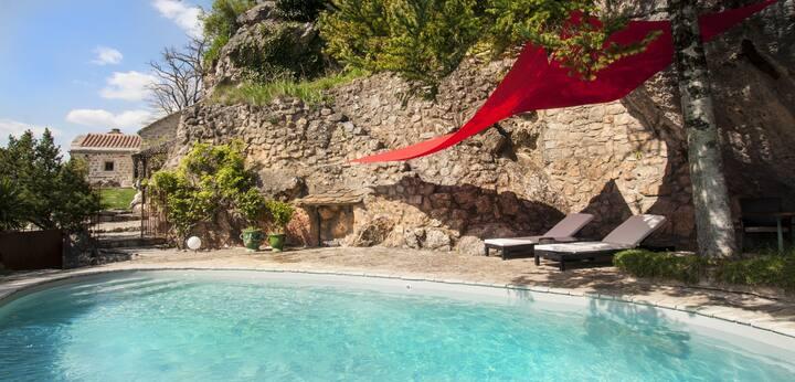 Gite de charme avec piscine Le ColombierSaintVéran