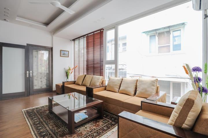 Room near Hauz Khas Village,Pubs,Metro,OraniaB&B