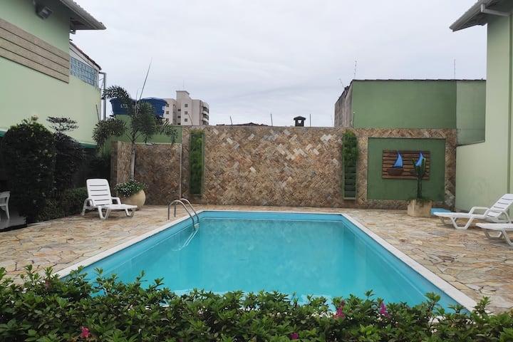 Minha casa na Prainha em condomínio com piscina