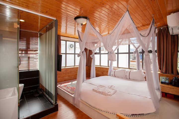 302 Round Bed Room,the Dapeng Fortress,Shenzhen