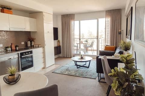 Glenelg beachfront Oaks Hotel apartment
