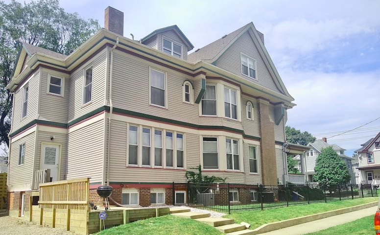 Beautiful Victorian House..excellent location!