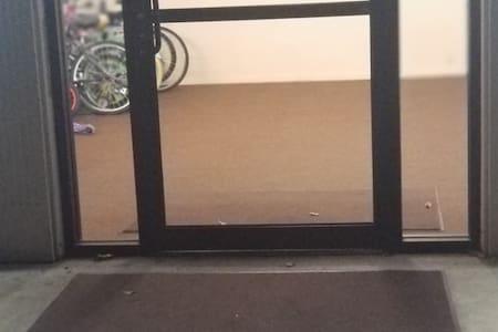 Drempelvrij pad naar de buiteningang
