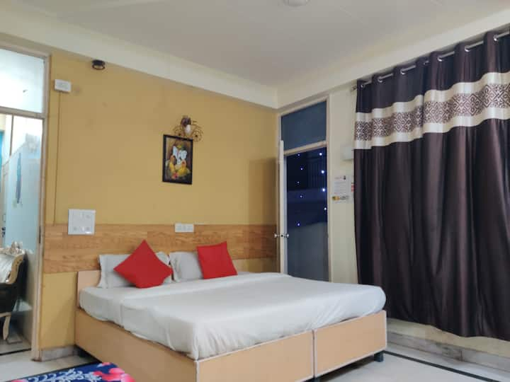 Family Suite room near Akshardham for 3 guests