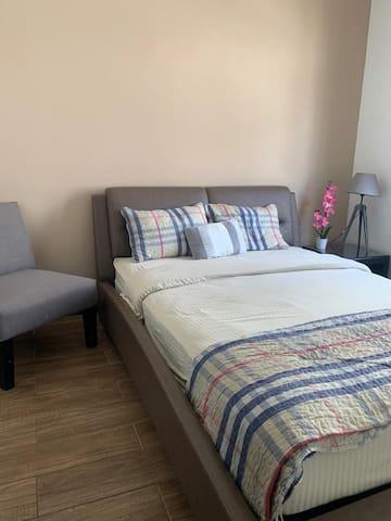 dormitorio secundario, cama matrimonial y acogedor