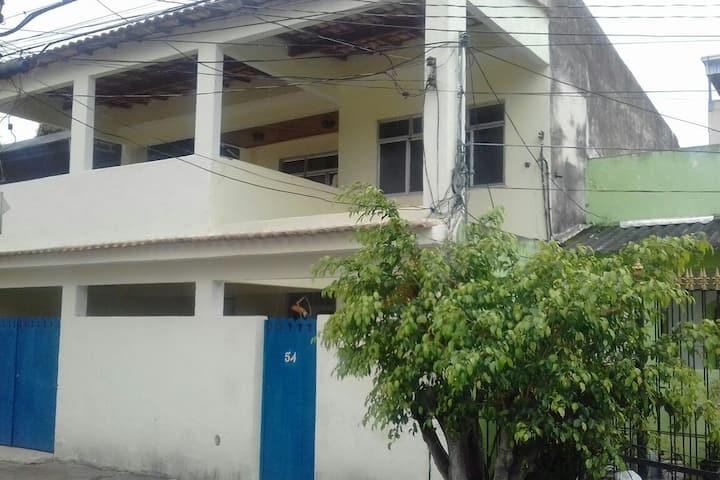 Casa Espaçosa com Air condicionado e TV Plasma.