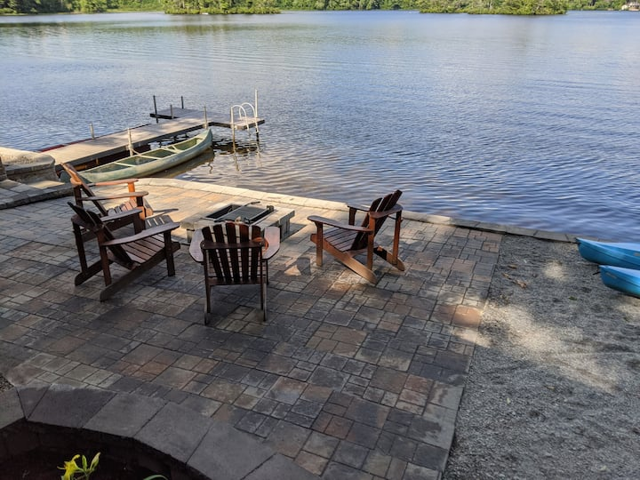 Beautiful Year-round Cottage on Lake Todd