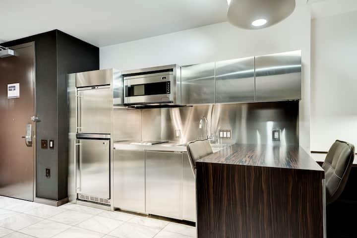 WM29 Luxury Studio | Sleeps 4 | Pool | Kitchen