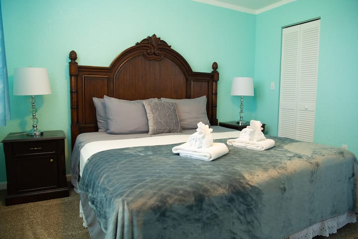 King's Private Room, enjoy outdoor Hot tub&Pool