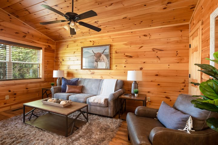 Self check-in /rustic modern cottage/hot-tub