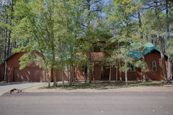 Pinetop Escape~ Perfect for Family Gatherings!