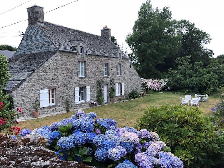 Maison de famille de caractère, charmant jardin