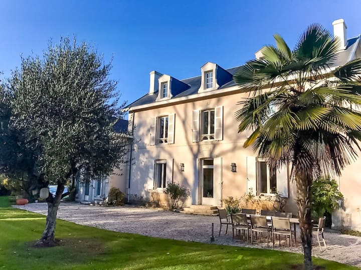Quiet Family Manor House with Pool ~ 1h from Ocean
