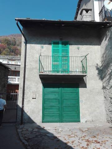 Alloggio montano in Val Pellice - casa rossa -
