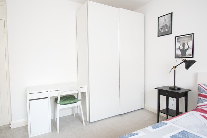 SPACIOUS ROOM in ALDGATE - MONTHLY STAYS