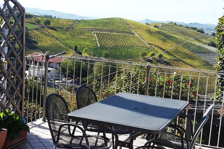 """Rose"" apartment in Barbaresco C.I.R.00401100001"