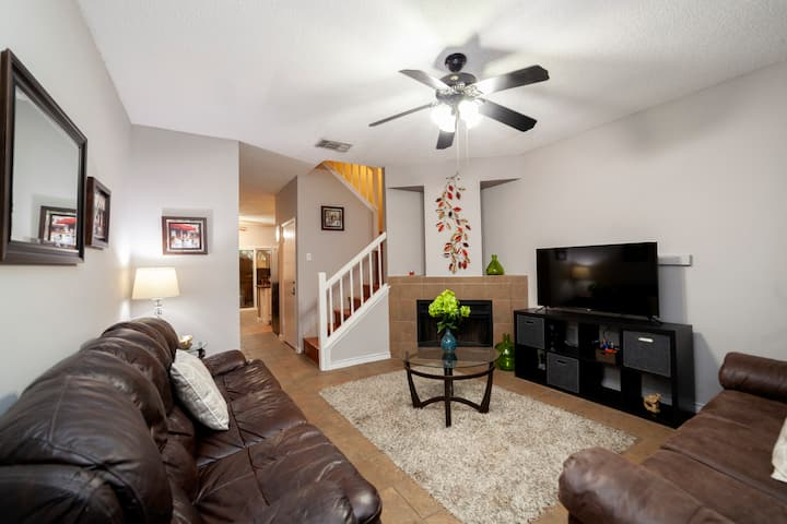 Comfort and style in this two bedroom townhouse