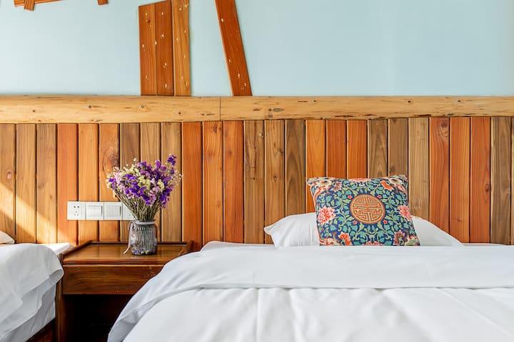 我家的房价亲民,但坚持床上用品送洗,深度清洁与消毒杀菌,只为让您住的更安心、更健康。