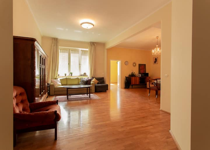 Charming and Quiet Apartment •Central location•CH6