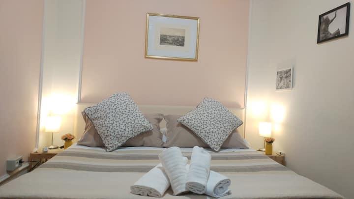 Deluxe room @ Dreaming Navona Rooms