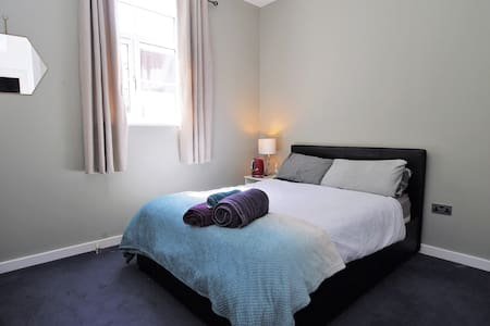 Double room in Georgian Mews nr Kelham Island