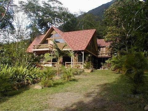 Hermosa cabaña rodeada de naturaleza, paz y Wi-Fi.