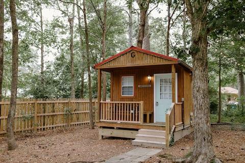 Beautiful & Cozy Backyard TINY HOUSE Near Downtown