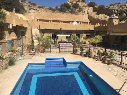 Marion's Blue Star Room with Pool and Breakfast
