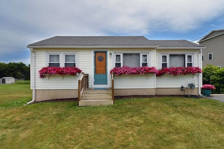 Beach Cottage - steps to the sand, spacious yard!