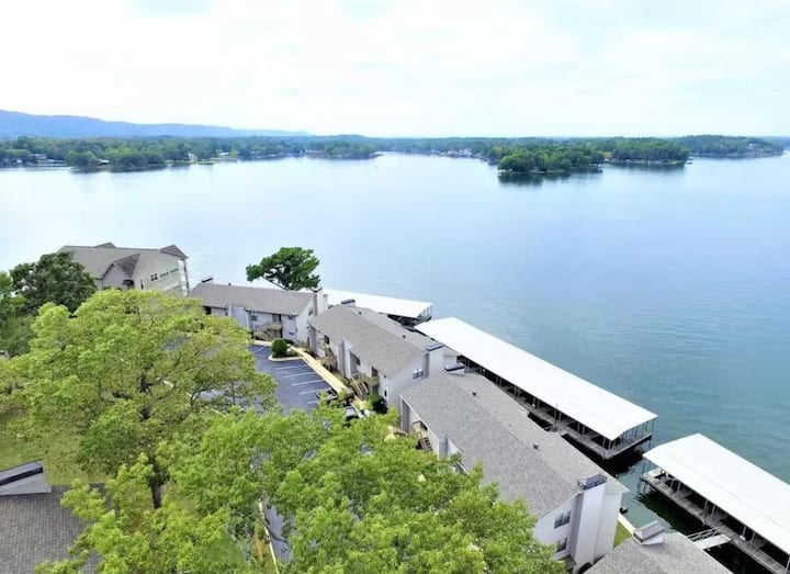 Sunset View Lake Condo: 2 Bedroom w/Boat Slip!