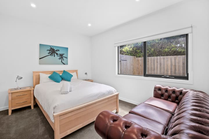 All bedrooms are downstairs, beautifully appointed with luxury hotel quality sheets and towels.