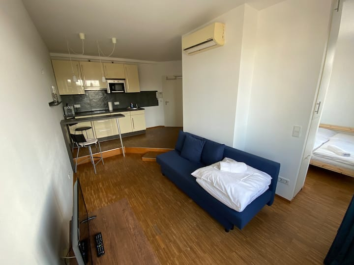 For up to 3 guests/ kitchen/by Messe/Train Station