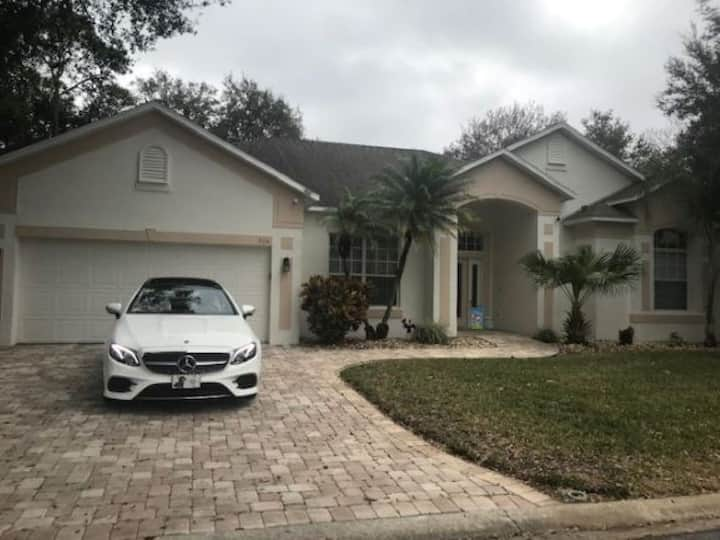 Upscale 4 Bedroom Home/Pool/Spa on Golf Course -
