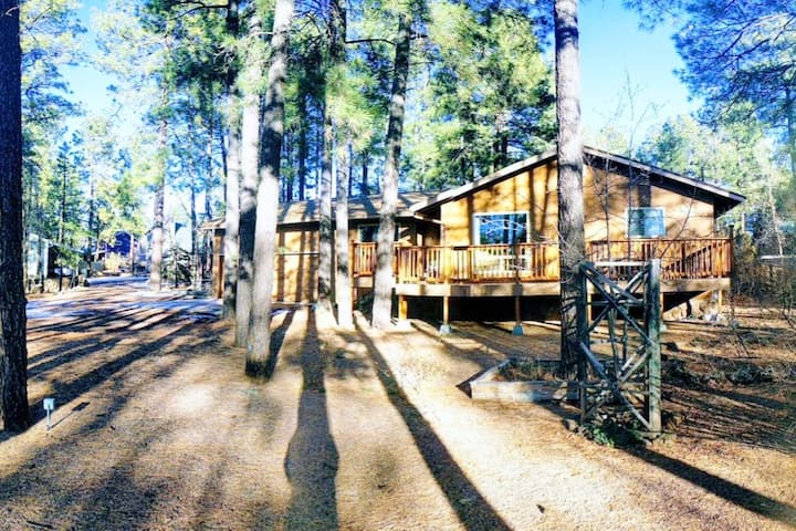 4 bedroom / 2 bathroom Family Friendly Cabin