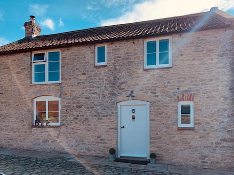 Bee Cottage, North Brewham near Bruton sleeps 4