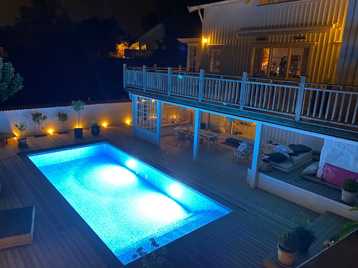 Spacious - excellently situated Hovås pool villa