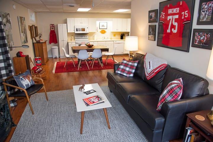 Oak Ridge Lodge, Bulldog Suite - Full Apartment