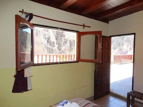 Vue extérieure, petit déjeuner et salle de bain privée Milmahuasi
