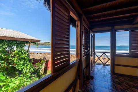 Casa Banana - 2 floor Beachfront Cabin