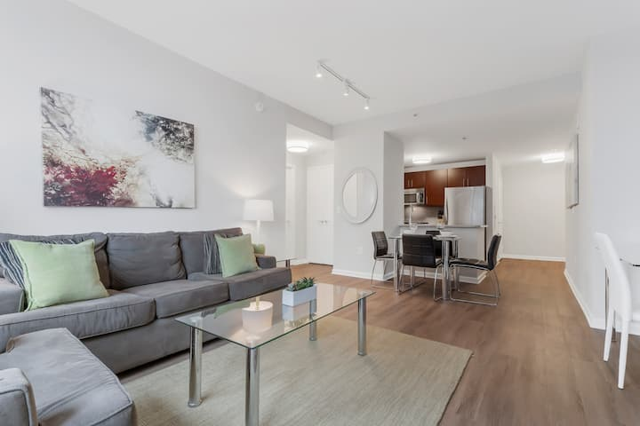 Contemporary 1BR w/ Gym, Kitchen, Linens/Towels