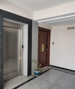 no steps to enter the apartment