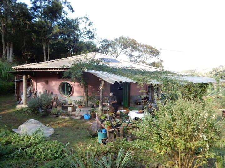 Serra Mantiqueira, Casa Redonda de Bioconstrução.