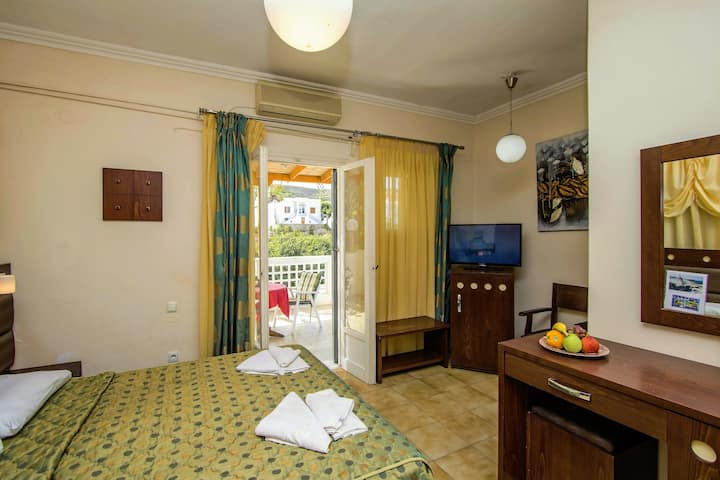 Semiramis Guesthouse  Triple Room Central & Cozy