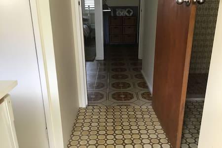 Zugang ohne Treppen oder Stufen