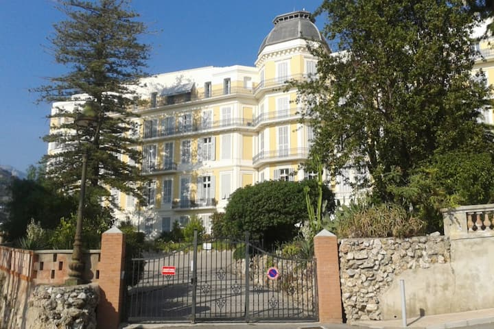 OLD PALACE - SEA VIEW APARTMENT - 700M BEACH