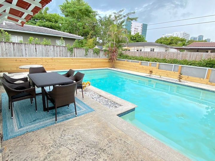 HOUSE WITH POOL- 15 MINS TO SOUTH BEACH