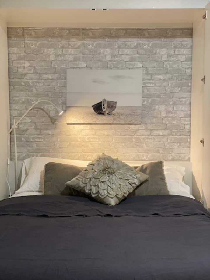 Charming Comfortable Studio Apartment
