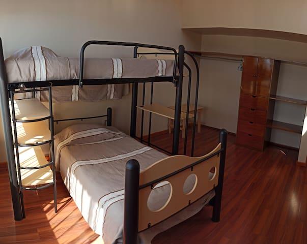 Recamara 2 planta alta 2 camas individuales en litera y closet