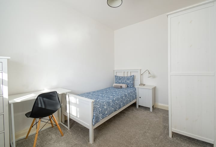 Cosy Room close to City of London - Long term stay